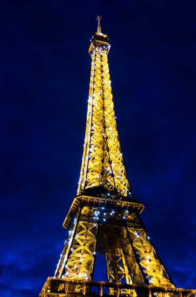 La Tour Eiffel in Blue Hour with Dancing Diamonds