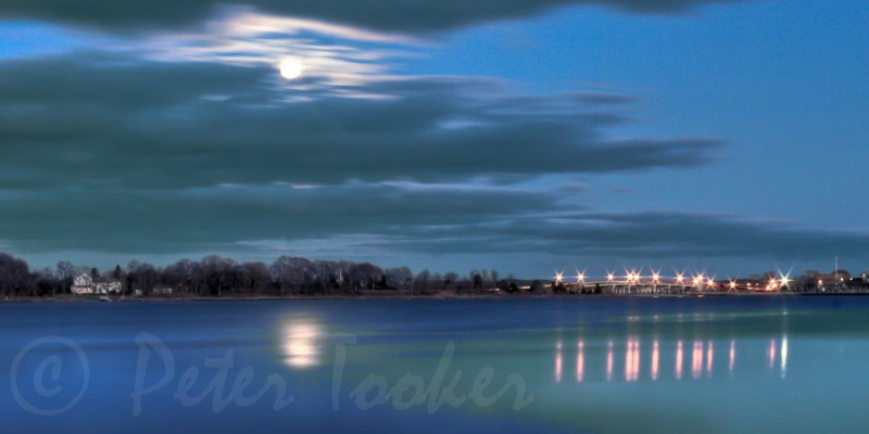 Harbor_Moon_20120108 © Peter H. Tooker