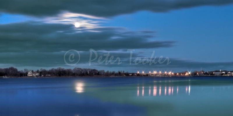 Harbor_Moon_@Peter_Tooker